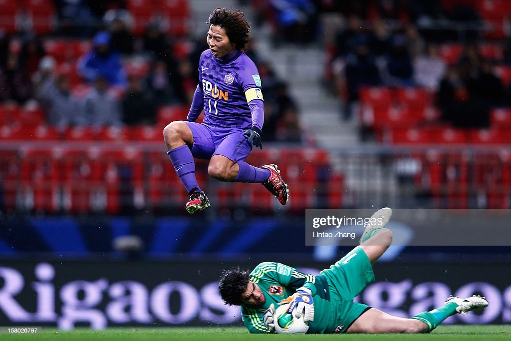 Hisato Sato of Sanfrecce Hiroshima fights for the ball with Sherif Ekramy of Al-Ahly during the FIFA Club World Cup Quarter Final match between Sanfrecce Hiroshima and Al-Ahly SC at Toyota Stadium on December 9, 2012 in Toyota, Japan.