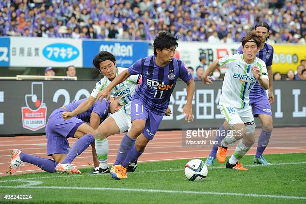 Hisato Sato of Sanfrecce Hiroshima in action during the J League match between Sanfrecce Hiroshima and Shonan BellmareHe scores an equal record of...