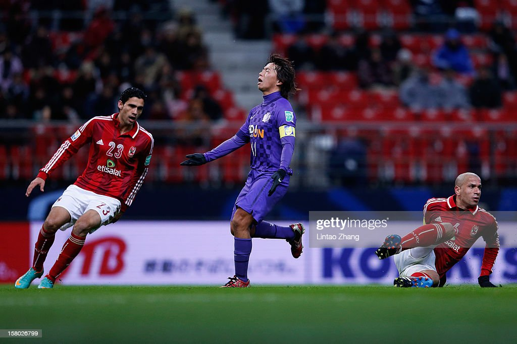 <a gi-track='captionPersonalityLinkClicked' href=/galleries/search?phrase=Hisato+Sato&family=editorial&specificpeople=713823 ng-click='$event.stopPropagation()'>Hisato Sato</a> (C) of Sanfrecce Hiroshima looks dejected during the FIFA Club World Cup Quarter Final match between Sanfrecce Hiroshima and Al-Ahly SC at Toyota Stadium on December 9, 2012 in Toyota, Japan.