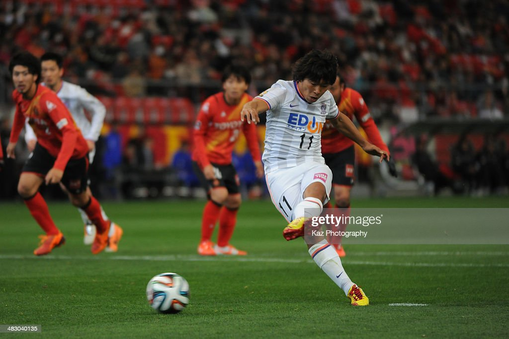 <a gi-track='captionPersonalityLinkClicked' href=/galleries/search?phrase=Hisato+Sato&family=editorial&specificpeople=713823 ng-click='$event.stopPropagation()'>Hisato Sato</a> of Sanfrecce Hiroshima takes the penalty kick to score his 2nd goal to lead 3--1 in action during the J. League match between Nagoya Grampus and Sanfrecce Hiroshima at the Toyota Stadium on April 6, 2014 in Toyota, Japan.