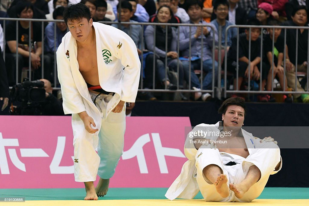 <a gi-track='captionPersonalityLinkClicked' href=/galleries/search?phrase=Hisayoshi+Harasawa&family=editorial&specificpeople=10881726 ng-click='$event.stopPropagation()'>Hisayoshi Harasawa</a> (L) and <a gi-track='captionPersonalityLinkClicked' href=/galleries/search?phrase=Ryu+Shichinohe&family=editorial&specificpeople=9207686 ng-click='$event.stopPropagation()'>Ryu Shichinohe</a> (R) compete in the Men's +100kg final during day one of the All Japan Judo Championships By Weight Category at the Fukuoka Convention Center on April 2, 2016 in Fukuoka, Japan.