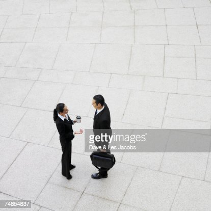 Hispanic businesspeople talking outdoors : Stock-Foto