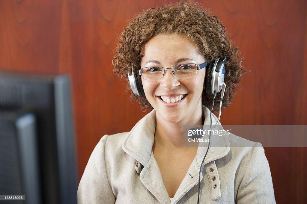Hispanic businesswoman in headset : Stock Photo
