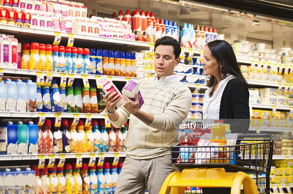 Hispanic couple shopping in grocery store : Stock Photo