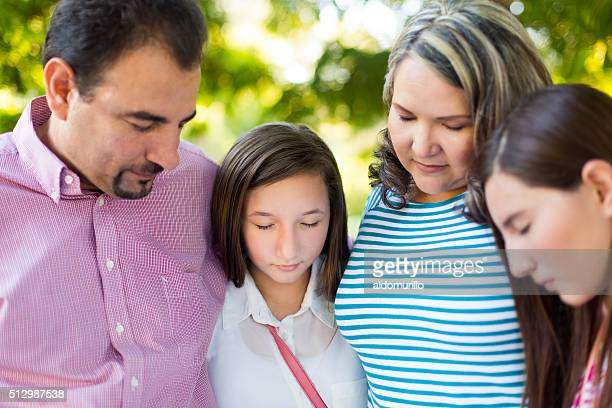 Hispânico família Rezar