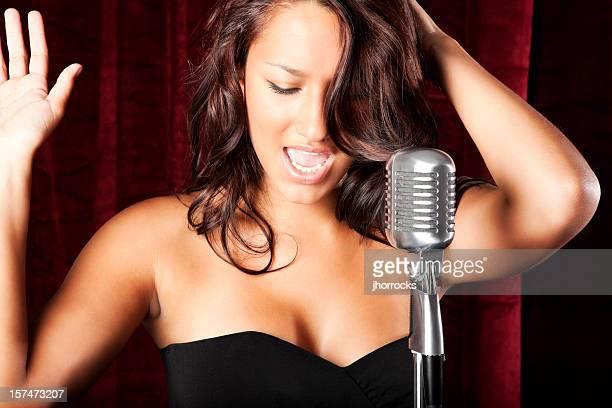 Cantante femenina hispana