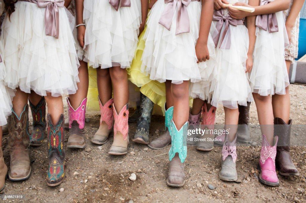Hispanic girls wearing cowboy boots at quinceanera : Stock-Foto