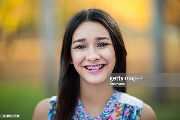 Hispânico feliz Menina adolescente