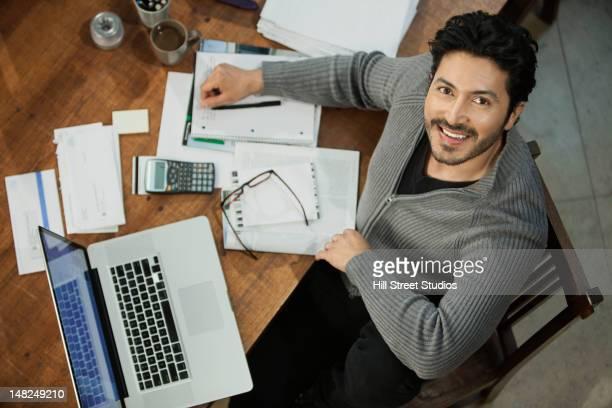 ヒスパニック男性にお支払いいただく料金のコンピューター