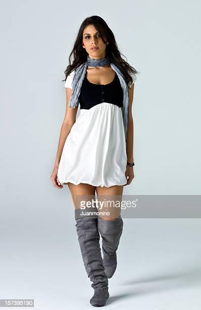 Hispânico modelo no Desfile de Moda