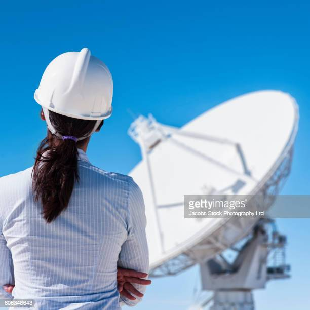 Satellite Technician Photos and Pictures – Satellite Dish Technician