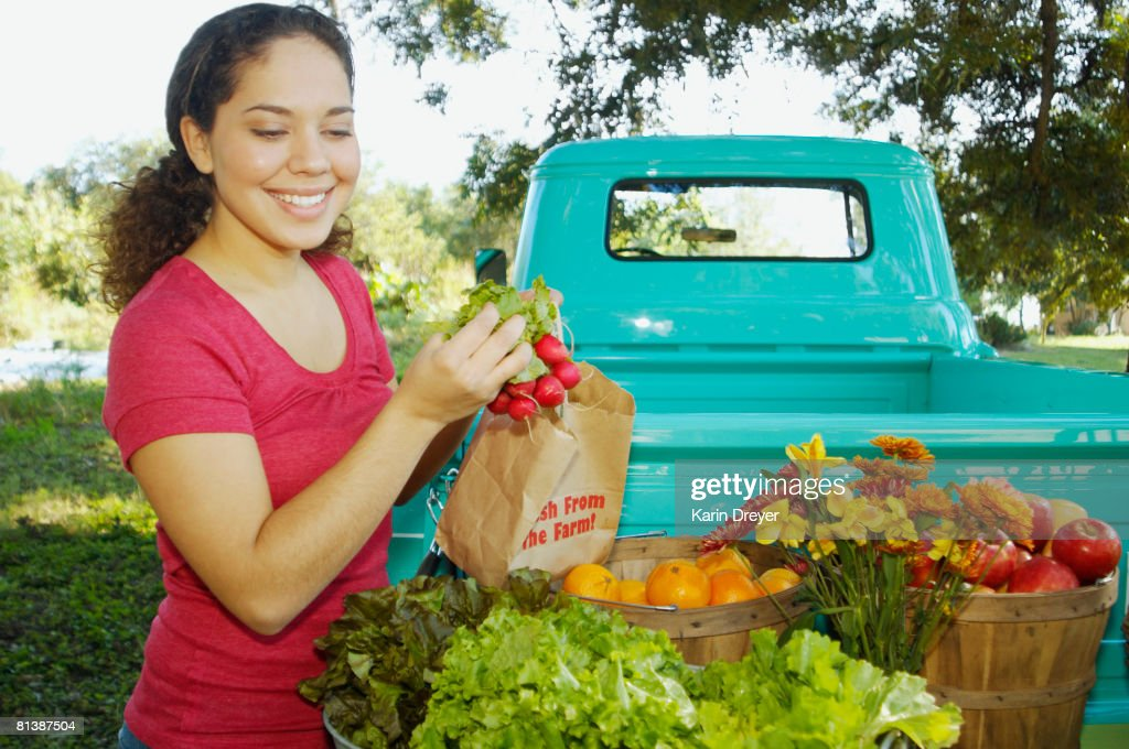 Hispanic women at organic farm stand : Stock Photo