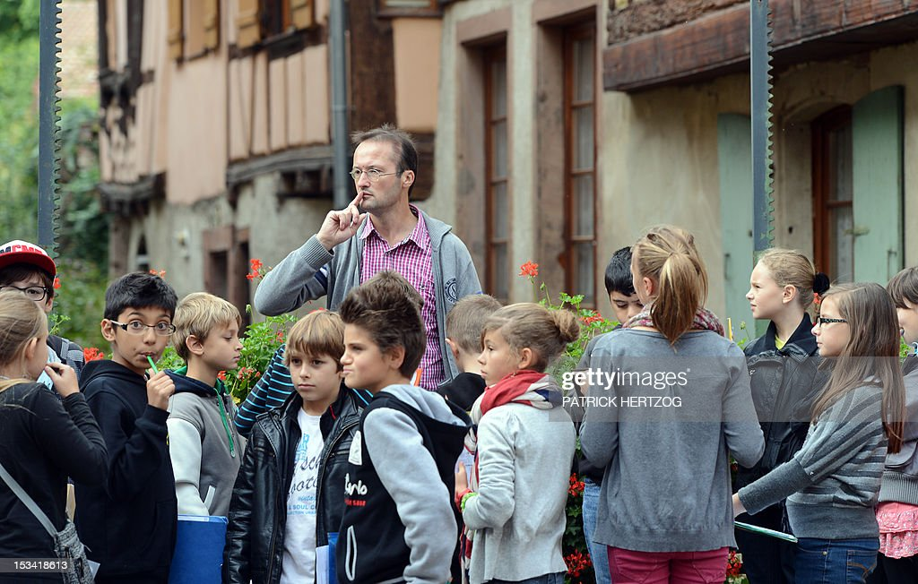 SIMON history and geography Professor Michel Authier speaks to high school students of the college in Barr, eastern France, on October 2, 2006. This school made ?headlines when it stopped grading students in September 2012. ?