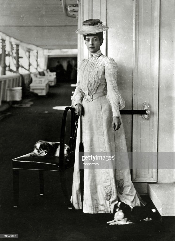 History Personalities, British Royalty, pic: 1904, H,M, Queen Alexandra with her dogs, Queen Alexandra, (1844-1925)in her early days a Danish Princess, later Queen Consort to King Edward VII, (1841-1910) was a very popular royal who contributed much to charity work