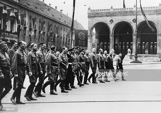Hitler Adolf Politician NSDAP Germany March from the Feldherrnhalle to the square Koenigsplatz in front from the left Adolf Huehnlein Streck Kuhn...
