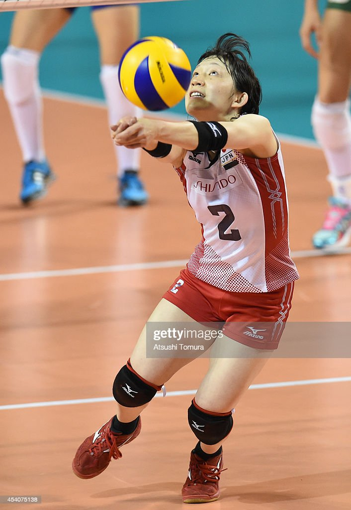 <a gi-track='captionPersonalityLinkClicked' href=/galleries/search?phrase=Hitomi+Nakamichi&family=editorial&specificpeople=7301078 ng-click='$event.stopPropagation()'>Hitomi Nakamichi</a> of Japan receives the ball during the FIVB World Grand Prix Final group one match between Brazil and Japan on August 24, 2014 in Tokyo, Japan.