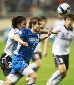 Hleb of China's Shanghai Shenhua fights ball with of Kwak Hee Ju of South Korea's Suwon Samsung Bluewings during the 2009 AFC Champions Leaguea group...