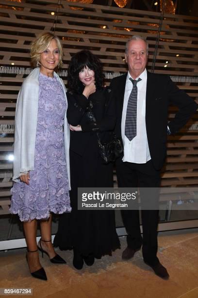 Hlne MercierArnault Isabelle Adjani and Jacques Grange attend 'Etre Moderne Le MoMA A Paris' Exhibition at Fondation Louis Vuitton on October 9 2017...