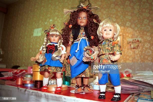 Hänsel und Gretel mit Hexe aus dem Programm 'Märchenhafte Künstlerpuppen' 'Schildkröt'PuppenAusstellung im 'Schildkröt'PuppenMuseum...