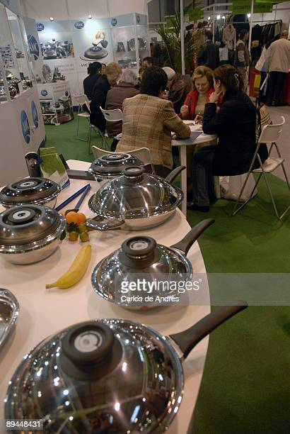 Caceroles photos et images de collection getty images for Kitchen gadgets barcelona