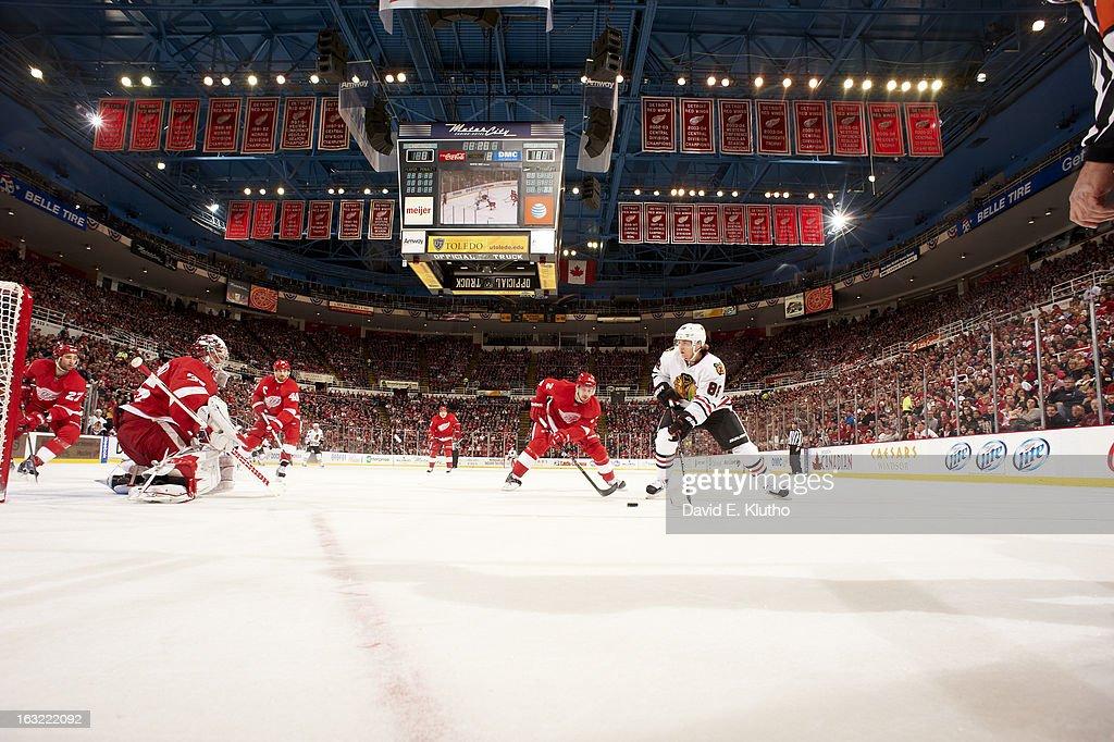 Chicago Blackhawks Patrick Kane (88) in action vs Detroit Red Wings goalie Jimmy Howard (35), Brendan Smith (2), Henrik Zetterberg (40) at Joe Louis Arena. David E. Klutho F64 )