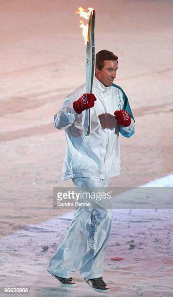Hockey great Wayne Gretzky carries the Olympic torch during the Opening Ceremony of the 2010 Vancouver Winter Olympics at BC Place on February 12...