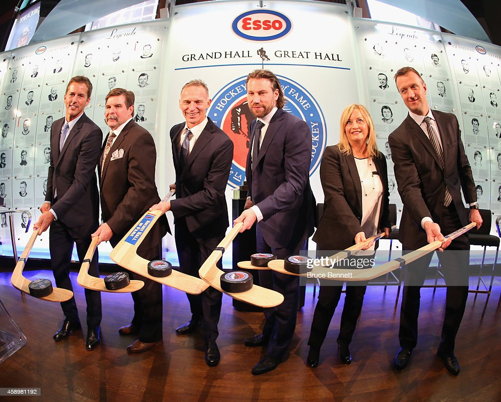 Hockey Hall of Fame inductees Mike Modano Bill McCreary Dominik Hasek Peter Forsberg Line Gignac Burns and Rob Blake take part in a photo opportunity...