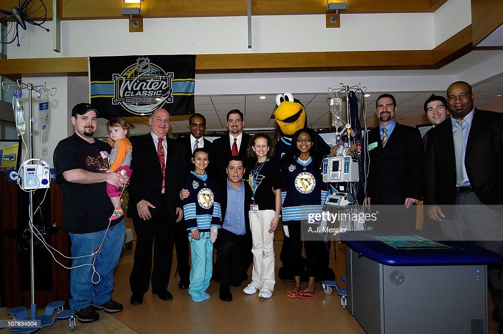Hockey Hall of Famer <a gi-track='captionPersonalityLinkClicked' href=/galleries/search?phrase=Pat+LaFontaine&family=editorial&specificpeople=213982 ng-click='$event.stopPropagation()'>Pat LaFontaine</a> Pittsburgh Penguins mascot Iceburgh poses during the 2011 NHL Winter Classic Childrens Hospital Visit at the University of Pittsburgh Medical Center on December 31, 2010 in Pittsburgh, Pennsylvania.