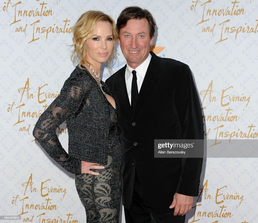 Hockey legend Wayne Gretzky (R) and wife Janet Marie Gretzky attend the 10th annual Alfred Mann Foundation Gala at 9900 Wilshire Blvd on October 13, 2013 in Beverly Hills, California.
