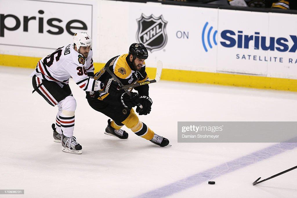 Chicago Blackhawks Dave Bolland (36) in action vs Boston Bruins Nathan Horton (18) at TD Garden. Game 4. Damian Strohmeyer F16 )