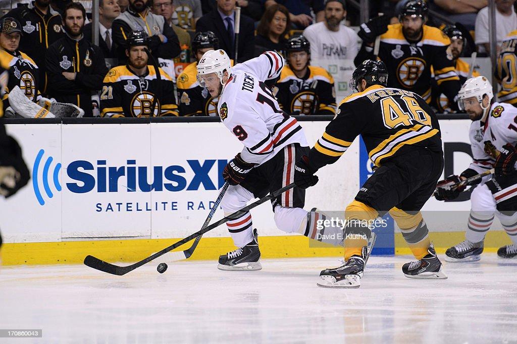 Chicago Blackhawks Jonathan Toews (19) in action vs Boston Bruins David Krejci (46) at TD Garden. Game 3. David E. Klutho F17 )