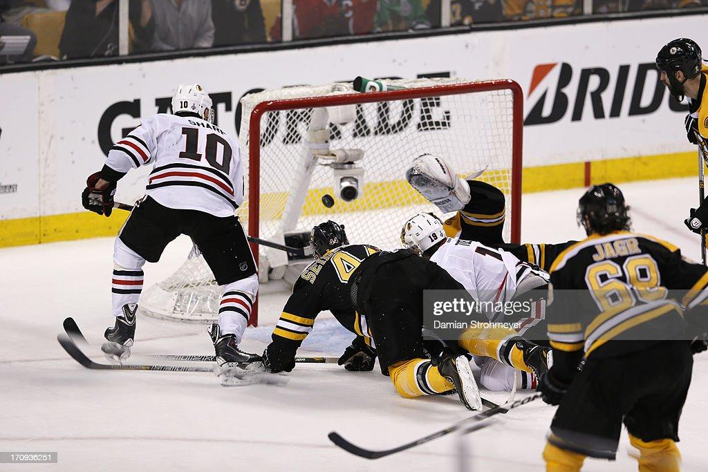 Chicago Blackhawks Patrick Sharp (10) in action vs Boston Bruins goalie Tuukka Rask (40) at TD Garden. Game 4. Damian Strohmeyer F8 )