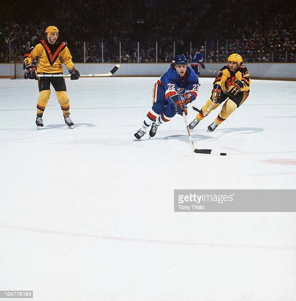 NHL Finals New York Islanders Mike Bossy in action vs Vancouver Canucks Colin Campbell Game 1 Uniondale NY 5/8/1982 CREDIT Tony Triolo