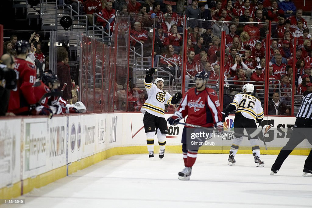 Boston Bruins Andrew Ference (21) victorious after scoring goal vs Washington Capitals at Verizon Center. Game 6. Simon Bruty F90 )