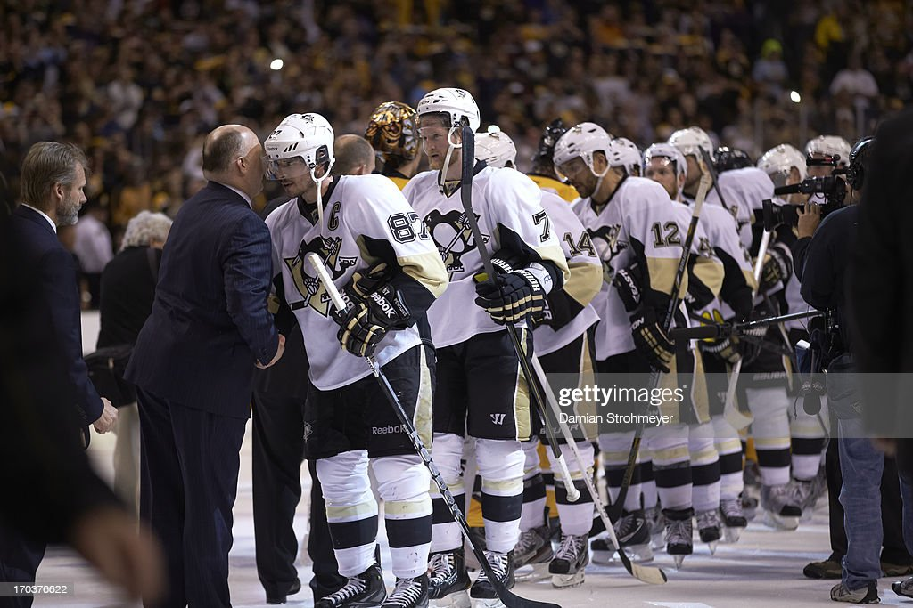 Boston Bruins coach Claude Julien shaking hands with Pittsburgh Penguins Sidney Crosby (89) after game at TD Garden. Game 4. Handshake line. Damian Strohmeyer F465 )