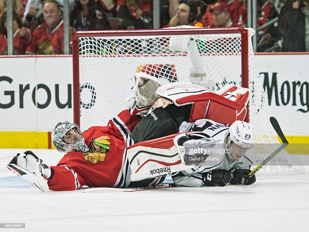 Chicago Blackhawks goalie Corey Crawford (50) in action vs Los Angeles Kings Dustin Brown (23) at United Center. Game 7. Crawford on top of Brown. David E. Klutho TK1 )