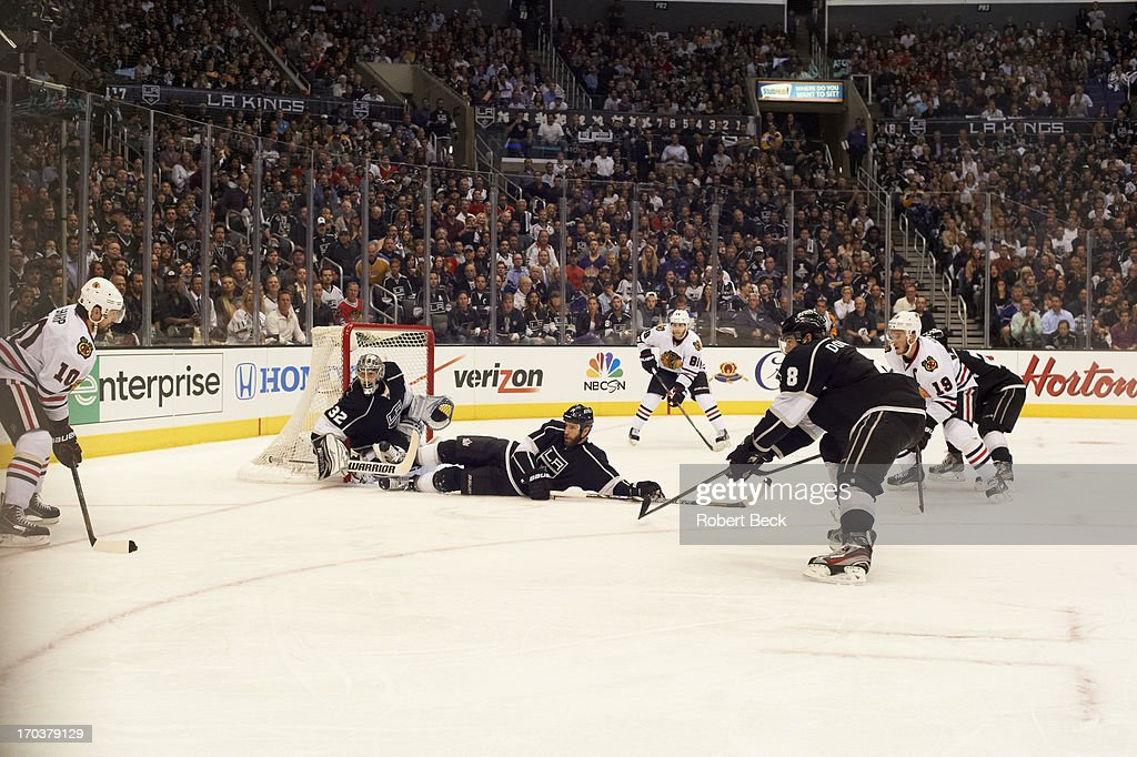 Los Angeles Kings goalie Jonathan Quick (32) and Rob Scuderi (7) in action vs Chicago Blackhawks Patrick Sharp (10) at Staples Center. Game 4. Robert Beck F102 )