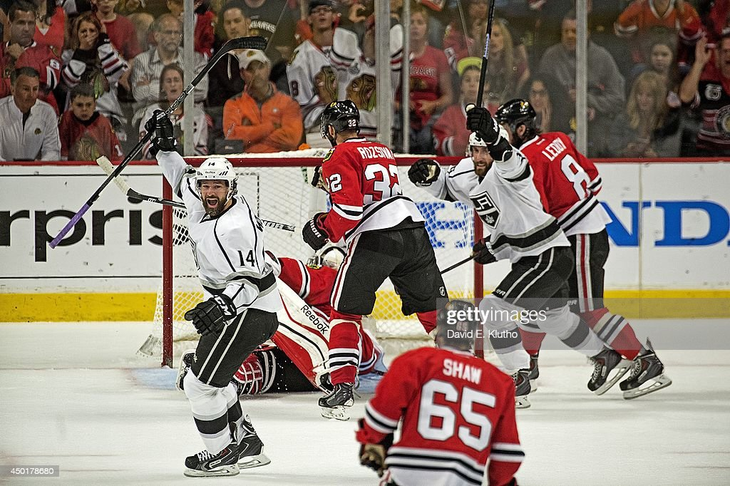 Los Angeles Kings Justin Williams (14) victorious after scoring goal vs Chicago Blackhawks at United Center. Game 7. David E. Klutho TK1 )