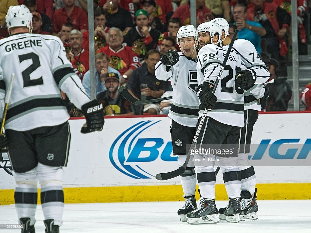 Los Angeles Kings Tyler Toffoli (73) victorious after scoring goal with teammates vs Chicago Blackhawks at United Center. Game 7. David E. Klutho TK1 )