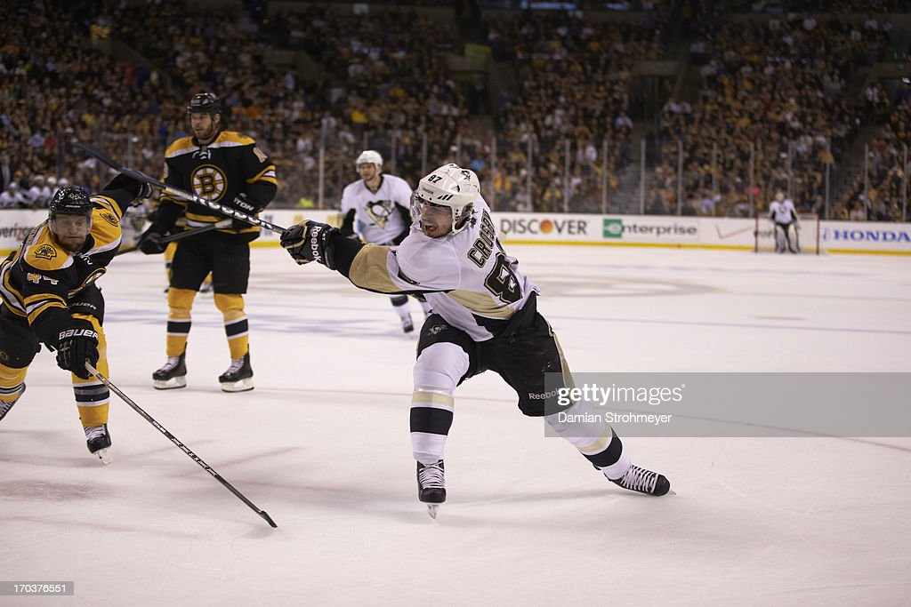 Pittsburgh Penguins Sidney Crosby (87) in action vs Boston Bruins at TD Garden. Game 4. Damian Strohmeyer F162 )
