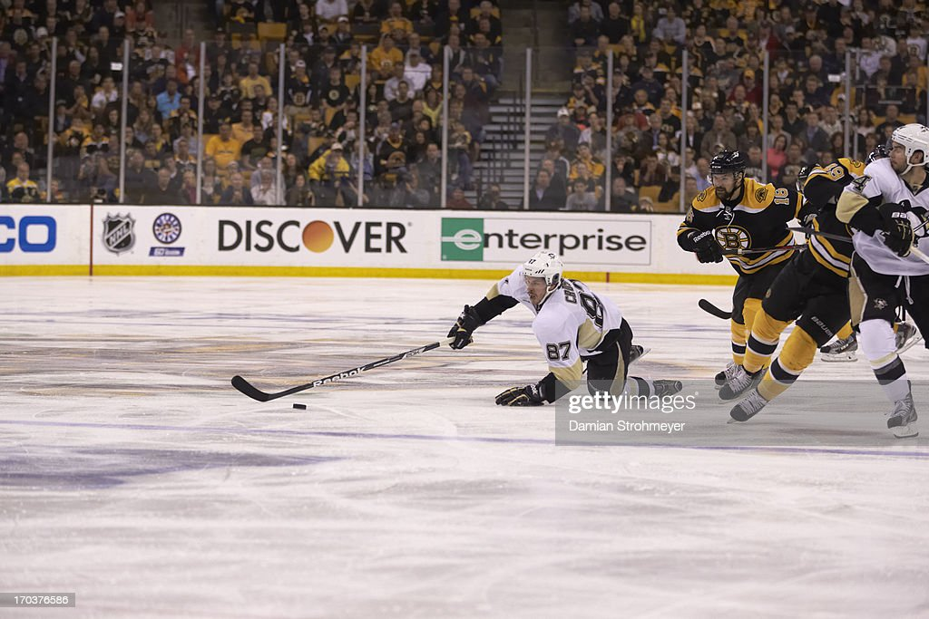Pittsburgh Penguins Sidney Crosby (87) in action vs Boston Bruins at TD Garden. Game 4. Crosby down on ice. Damian Strohmeyer F83 )
