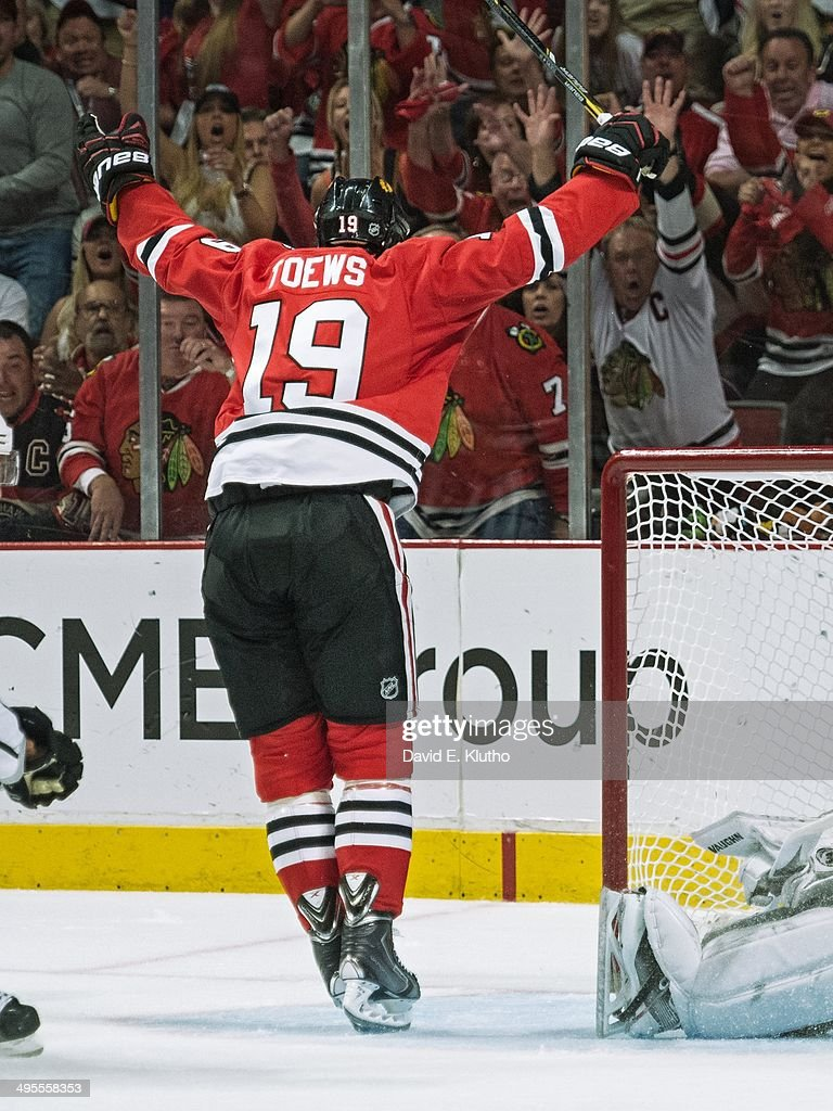 Rear view of Chicago Blackhawks Jonathan Toews (19) victorious after scoring goal vs Los Angeles Kings at United Center. Game 7. David E. Klutho TK1 )