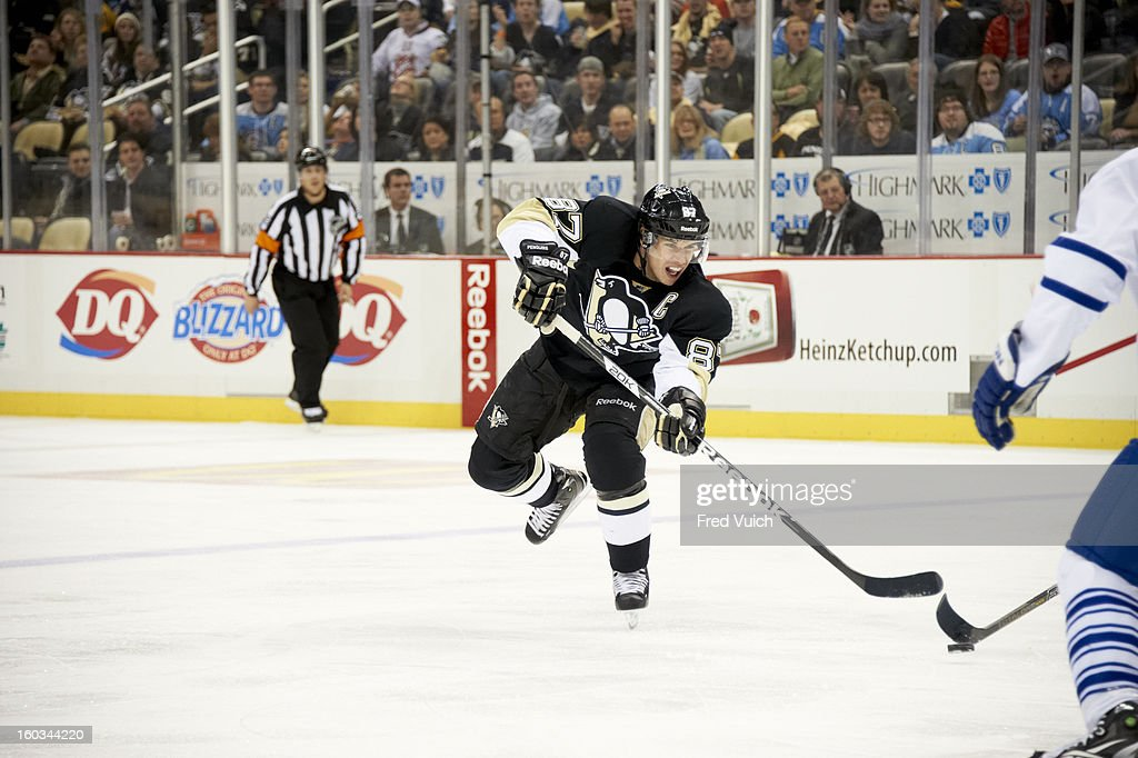 Pittsburgh Penguins Sidney Crosby (87) in action vs Toronto Maple Leafs at Consol Energy Center. Fred Vuich F976 )