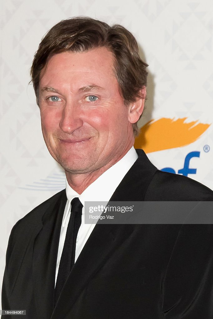 Hockey player Wayne Gretzky attends the 10th Annual Alfred Mann Foundation Gala on October 13, 2013 in Beverly Hills, California.