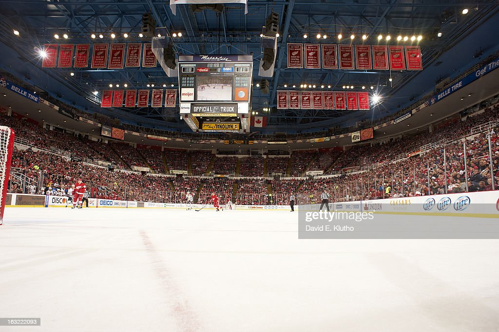 Wide view of Joe Louis Arena from ice level during Detroit Red Wings vs Chicago Blackhawks game. David E. Klutho F61 )