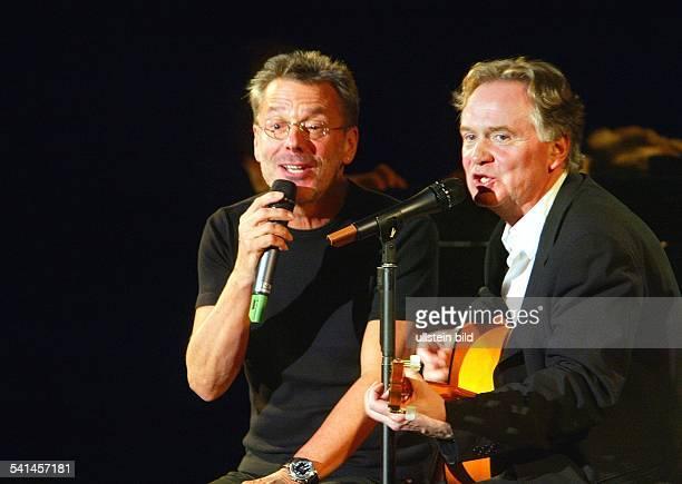Hoffmann Klaus *Liedermacher Schauspieler D bei einem gemeinsamen Auftritt im Theater am Kurfuerstendamm mit Reinhard Mey