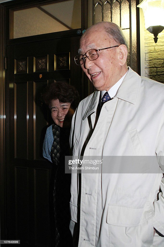 Hokkaido University Professor Emeritus <a gi-track='captionPersonalityLinkClicked' href=/galleries/search?phrase=Akira+Suzuki&family=editorial&specificpeople=7235094 ng-click='$event.stopPropagation()'>Akira Suzuki</a> and his wife Yoko are seen upon departure to attend a press conference on October 6, 2010 in Sapporo, Hokkaido, Japan. Suzuki won the Nobel for developing palladium-catalyzed cross coupling, which allows chemists to create complex chemicals, along with Eiichi Negishi and Richard F. Heck.
