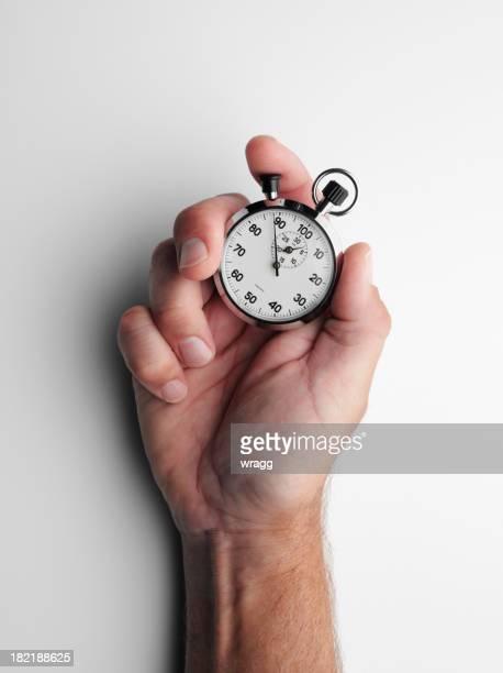 Tenant un chronomètre