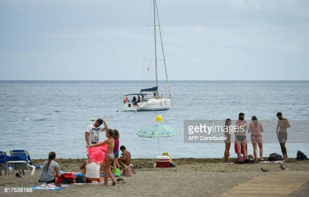 Holiday makers gather on a beach on the southern coastline of Spain's Canary island of Tenerife on July 10 2017 / AFP PHOTO / DESIREE MARTIN