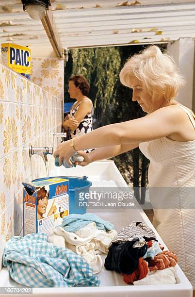 Holidays At The Camping Of The Siagne France Alpes Maritimes 1973 Reportage sur le camping Une femme en robe blanche bras nus lave du linge au point...
